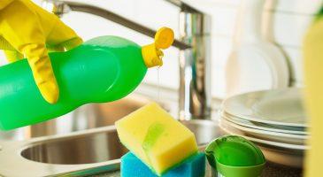 Trucos para utilizar el detergente de platos en la casa