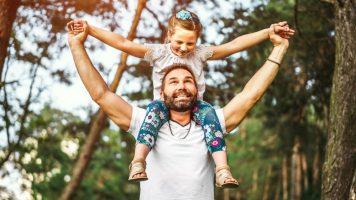 Le père prend la même photo avec sa fille pendant 14 ans, une histoire touchante
